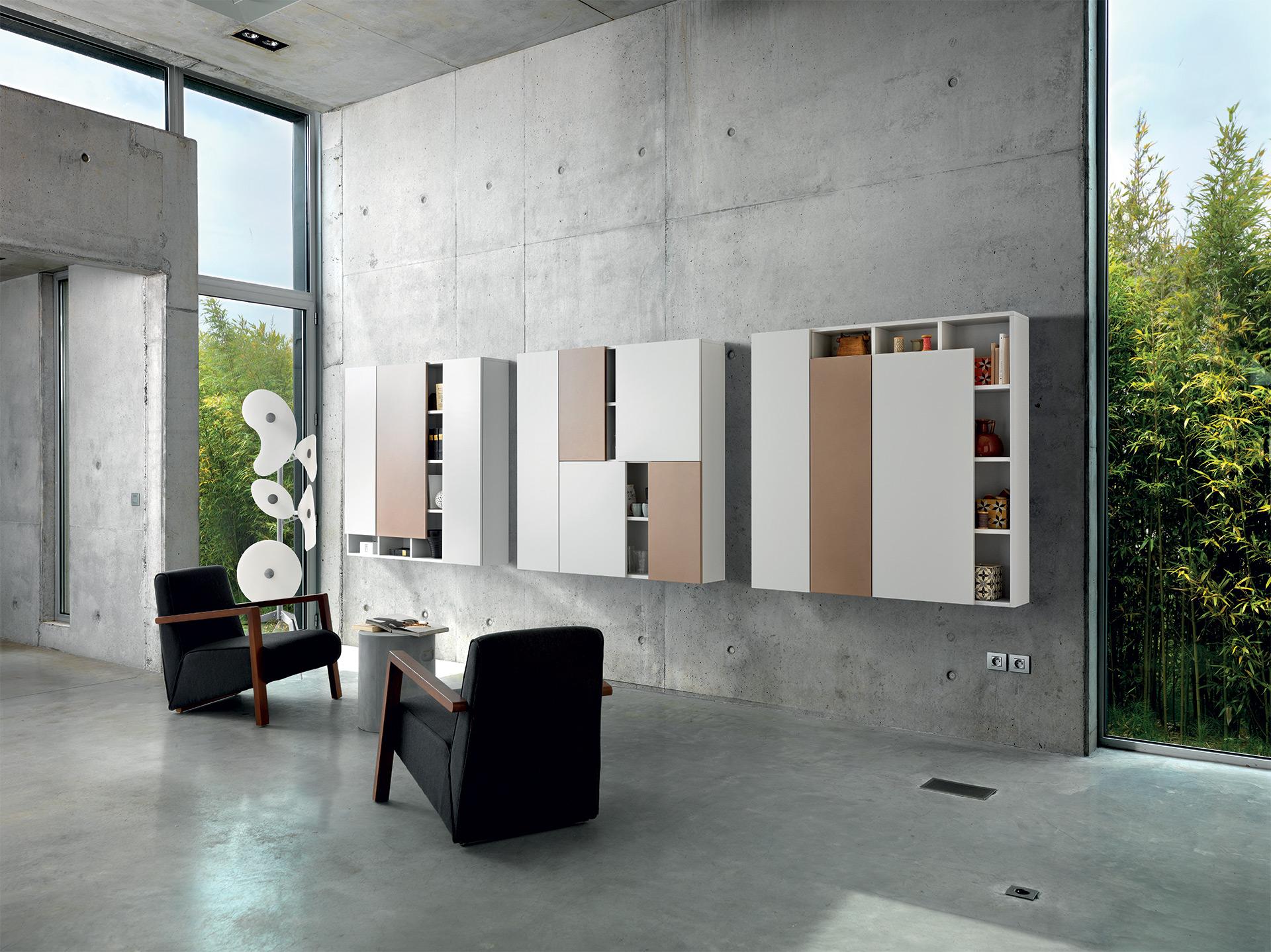 Vue de biais des 3 meubles de rangement ouverts design en coloris marron clair cacao, beige et blanc.