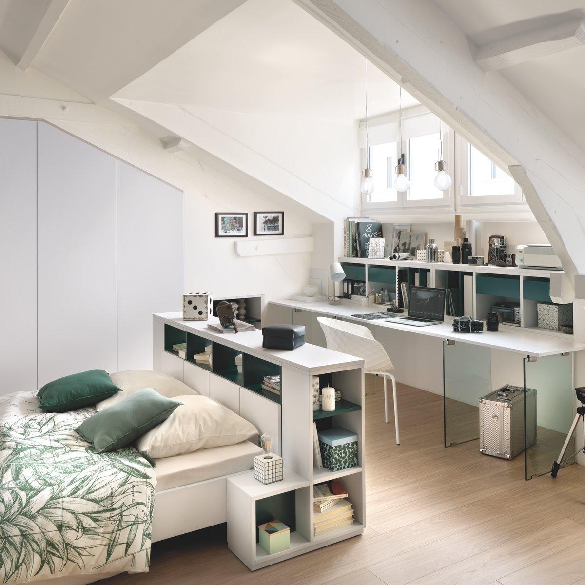 Cette chambre aux teintes pâles inspire douceur.