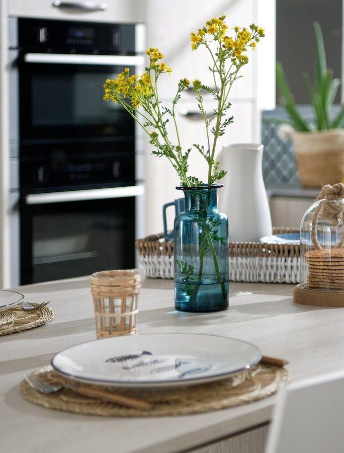 De jolies vases teintés apporteront transparence et légèreté à votre dressage.
