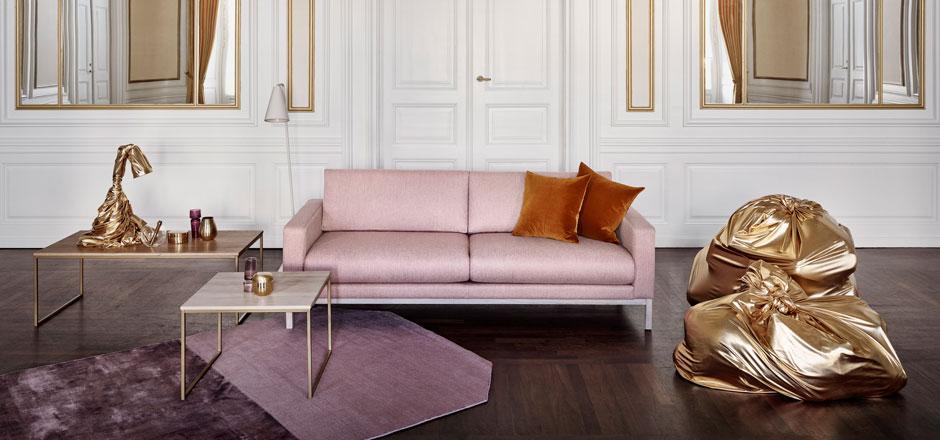 Ambiance design scandinave épuré et classique avec le canapé North coloris rose clair de l'éditeur de mobilier Bolia.