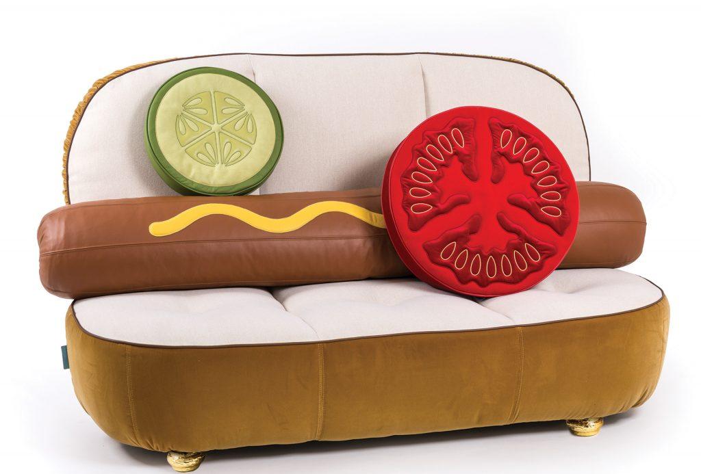 Canapé en forme de hot dog, Hot Dog Sofa, de la marque italienne Seletti, designé par Studio Job.