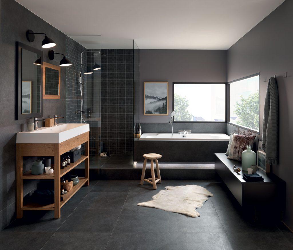 Vue d'ensemble de la salle de bains Vintage Line, coloris bois teinté marron Cognac.