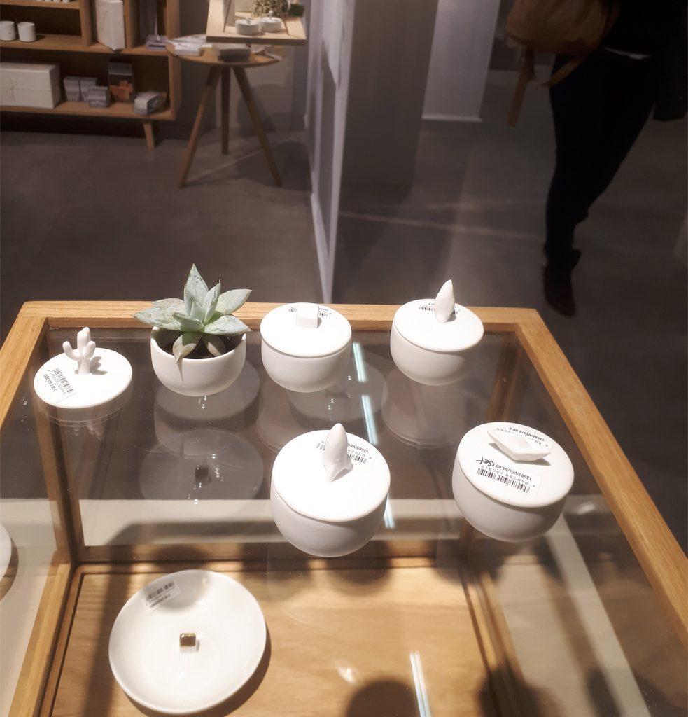 Boites et petits pots chez Räder
