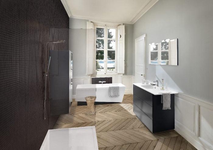 Vue d'ensemble de la salle de bains Boxea coloris noir et gris Caneo, avec douche à l'italienne, baignoire, et meuble bas sous vasque.