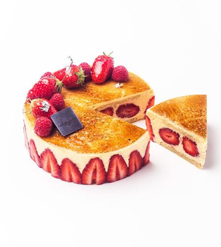 Le Fraisier <br>Biscuit Joconde aux amandes, crème mousseline à la vanille de Madagascar, fraises fraîches de saison <br>© photo Pierre Javelle