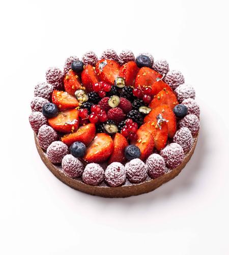 La Tarte aux Fruits Rouges <br>Pâte sucrée aux noisettes, crème d'amande, fruits rouges du moment <br>© photo Pierre Javelle