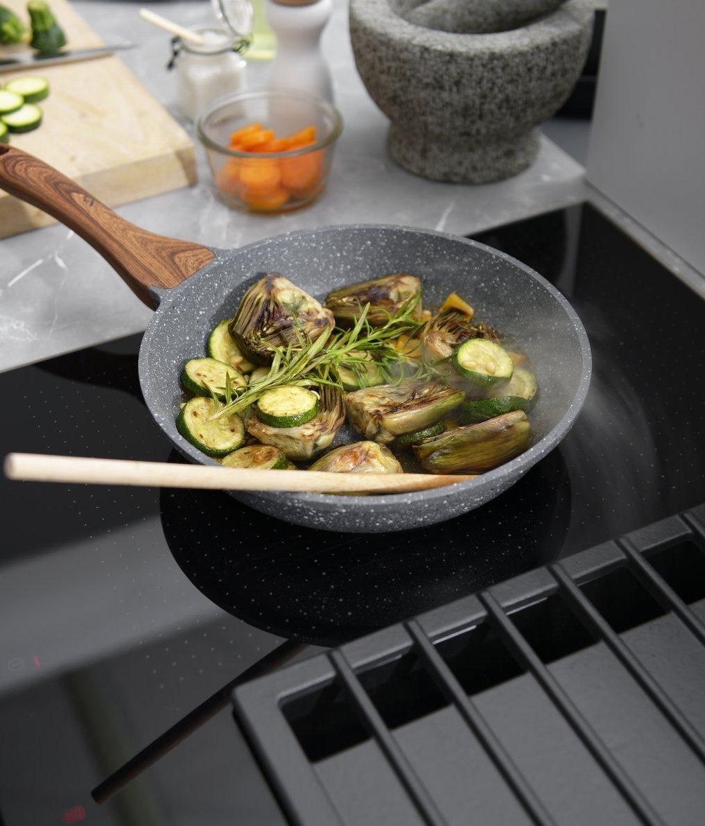 Hotte intégrée dans la plaque de cuisson.