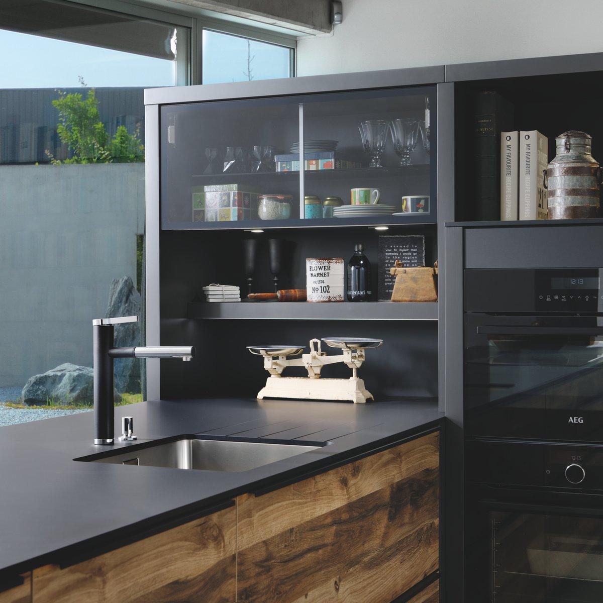 Meuble haut de cuisine avec vitrine fumée