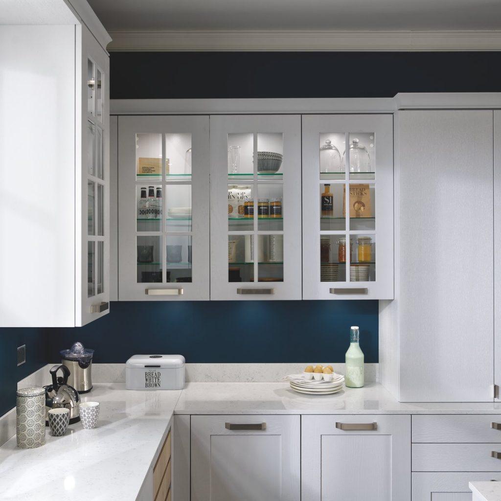 Meuble haut vitrée pour cuisine avec vitres à carreaux