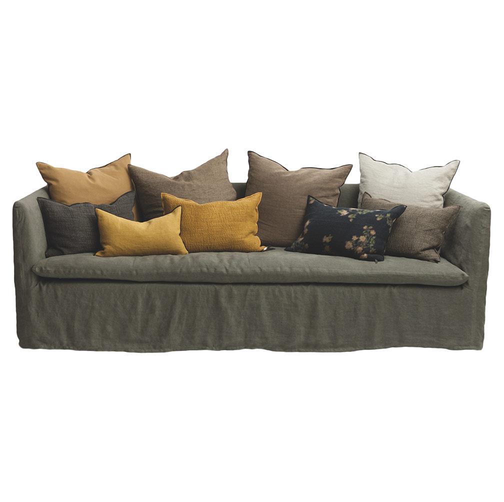Maison de Vacances & son canapé aux couleurs apaisées