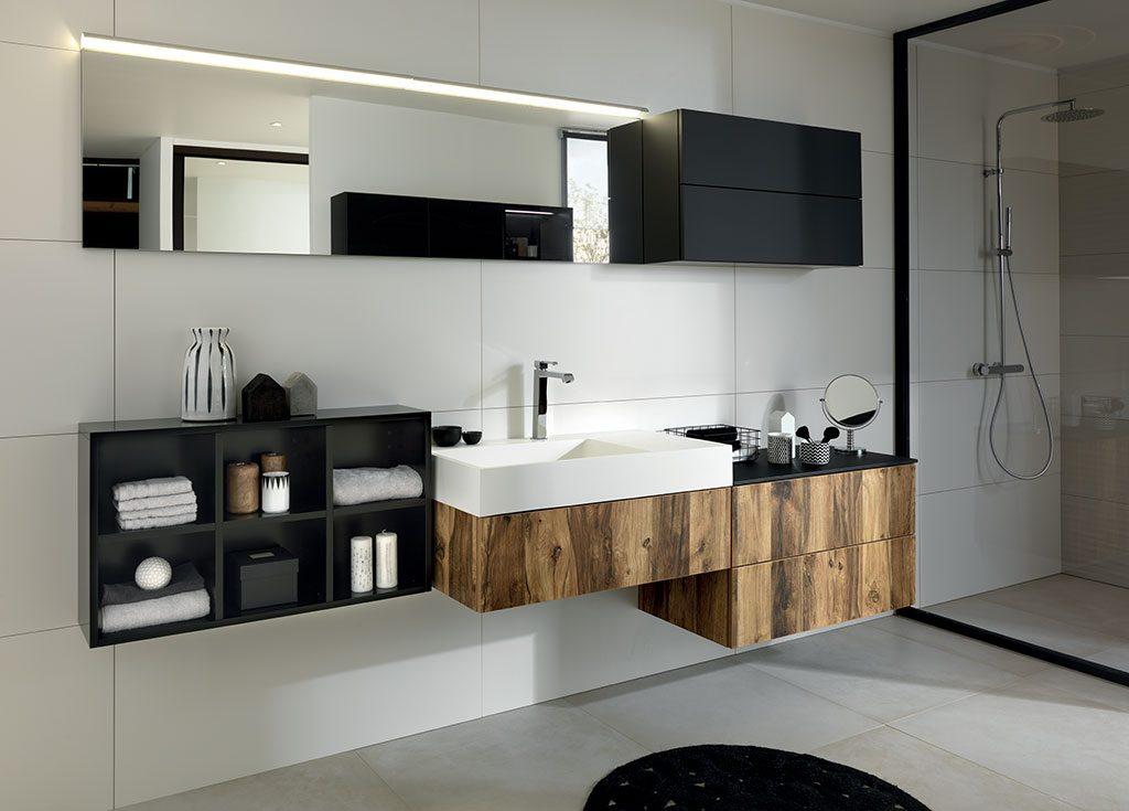 salle de bain noir et bois black wild sur mesure
