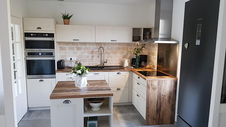 cuisine blanche et bois équipée sur mesure - Modèle Nebraska coloris Celest