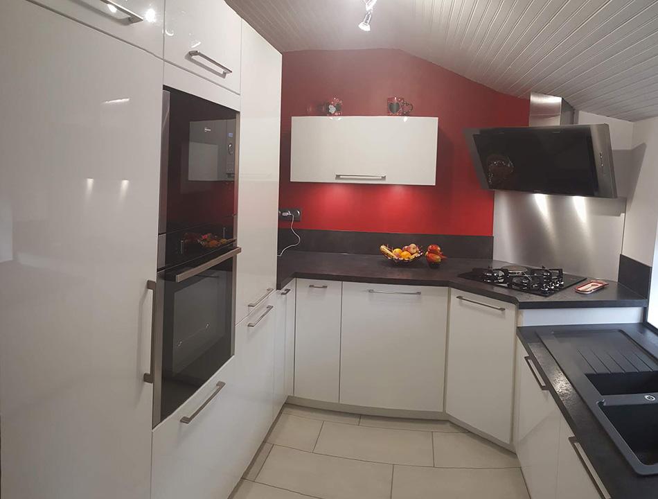 cuisine équipée sur mesure - Modèle Arcos Blanc brillant