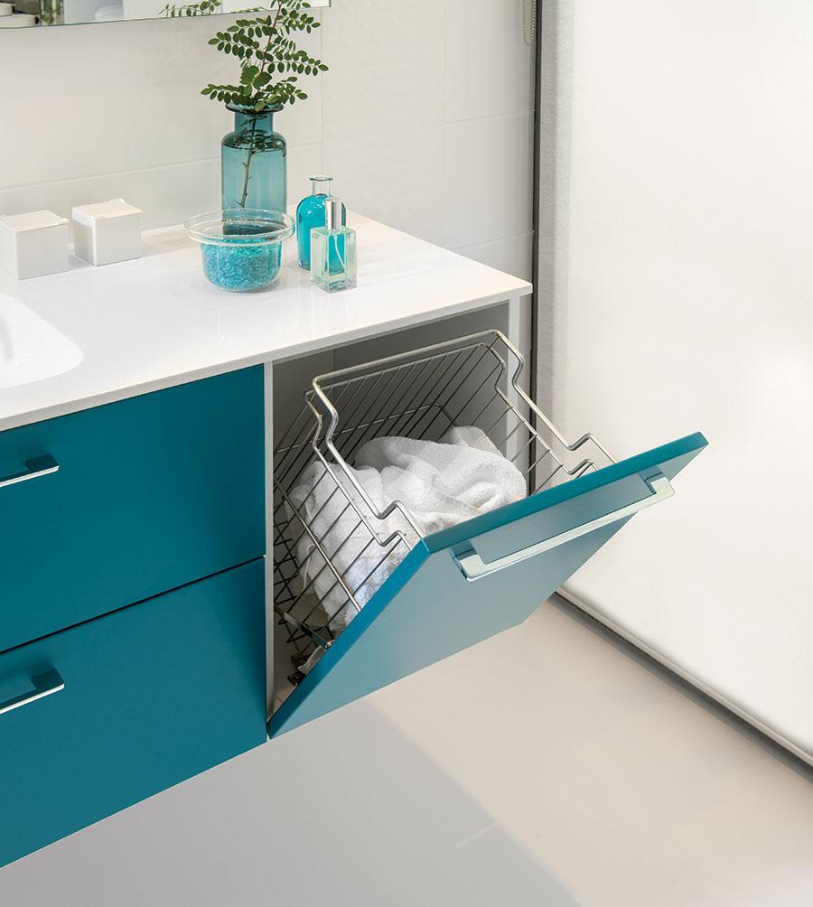 meuble de salle de bains avec panier à linge intégré