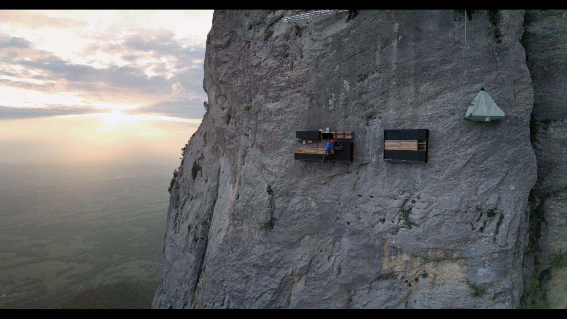 Vertical Home - Cuisine et dressing dans un paysage de montagne
