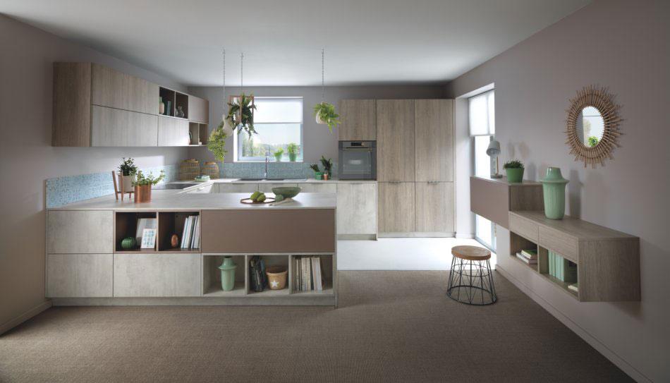 cuisine en U moderne avec des niches