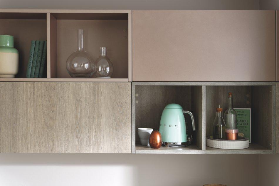 meuble haut de la cuisine avec étagères