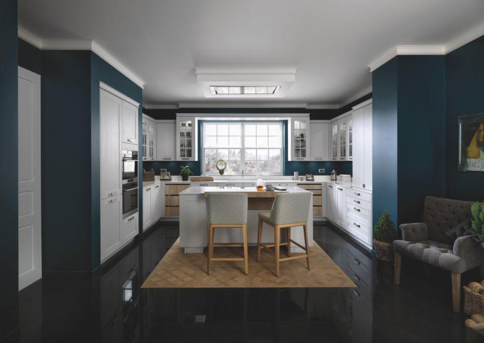cuisine bleue classique avec ilot central