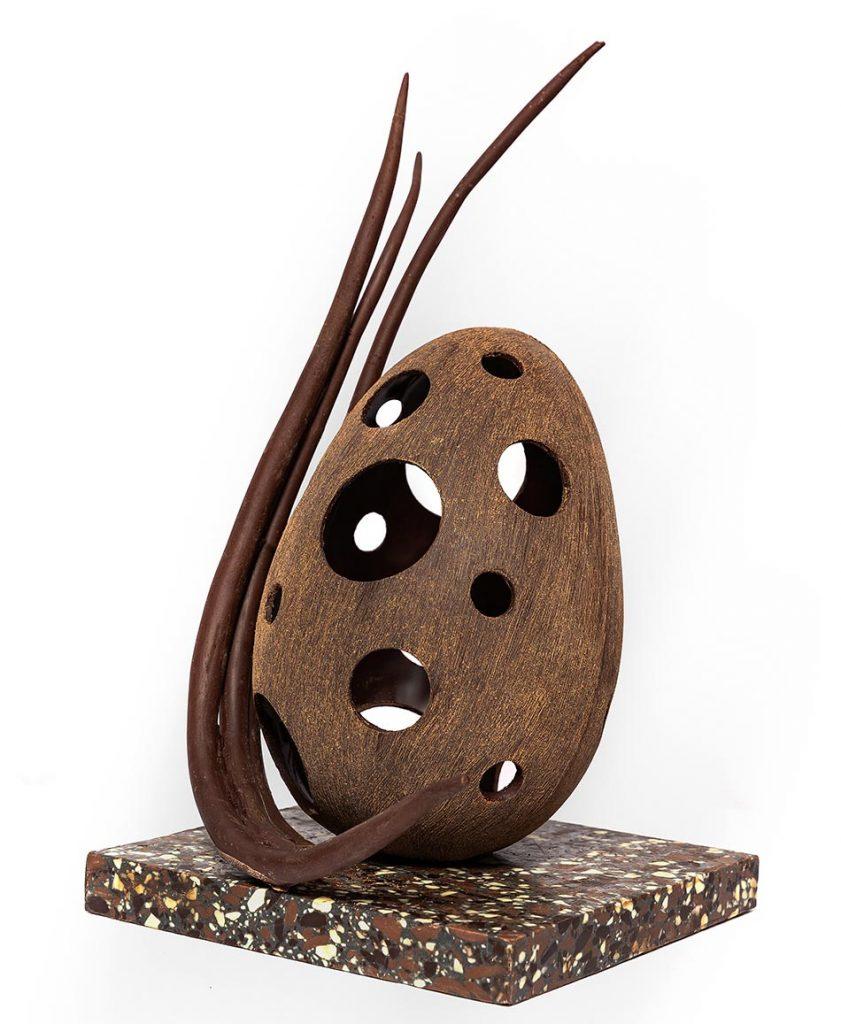 Oeuf en chocolat effet bois par Grégory Réjou à l'hotel