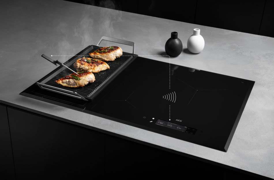 AEG Plaque induction grande largeur flex avec Sonde de cuisson