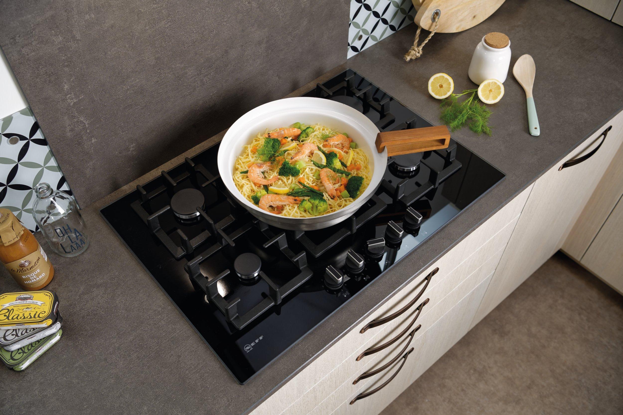 Cuisine Au Gaz Ou Induction quelle plaque de cuisson choisir ? gaz, induction, mixte