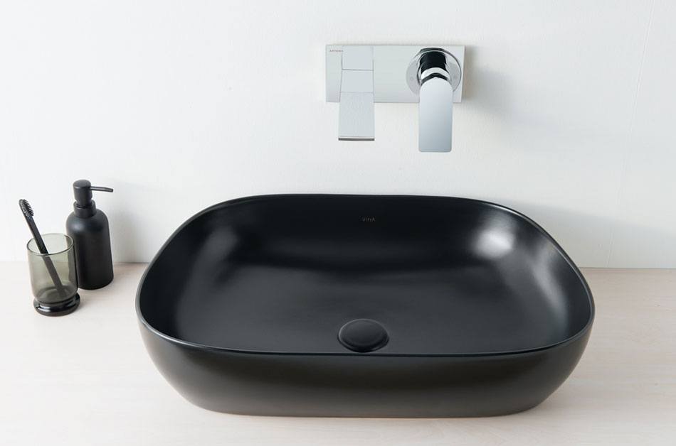 Vasque noire à poser pour salle de bains par vitra