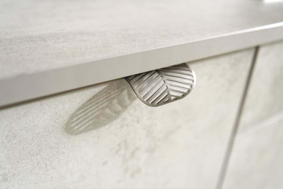 Poignée métallique en forme de feuille pour cuisine