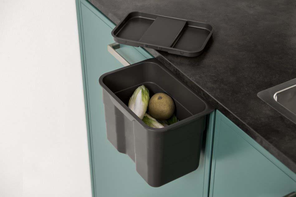 Petite poubelle à compost intégrée à la cuisine
