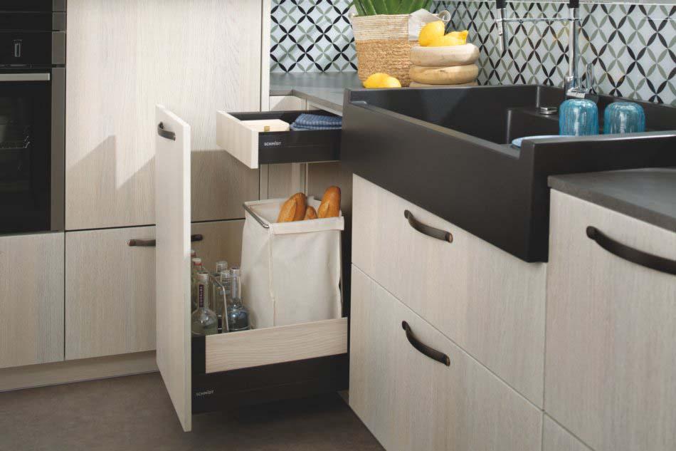 meuble bas cuisine équipé avec casier range bouteilles et panier à pain