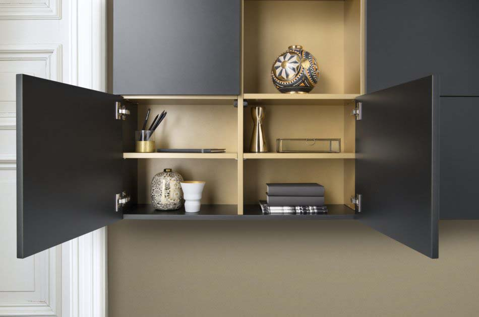 Portes battantes pour meuble d'entrée noir et doré