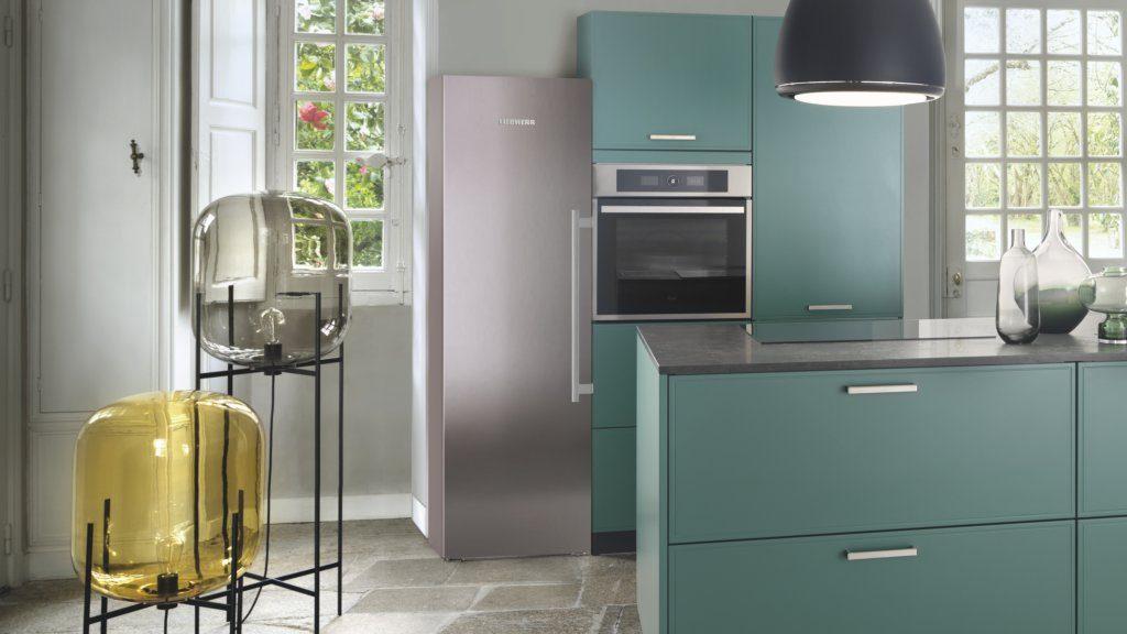 Réfrigérateur Liebherr grand volume posable dans cuisine