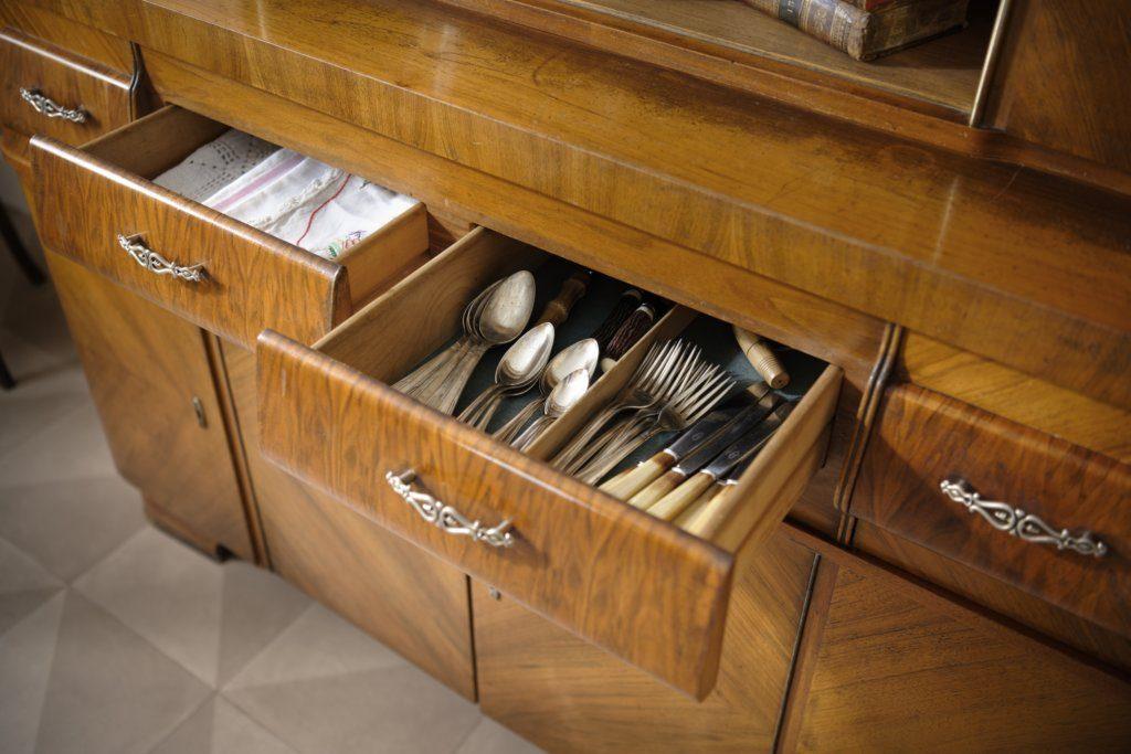Détails sur les tiroirs à couverts et linge entièrement en bois