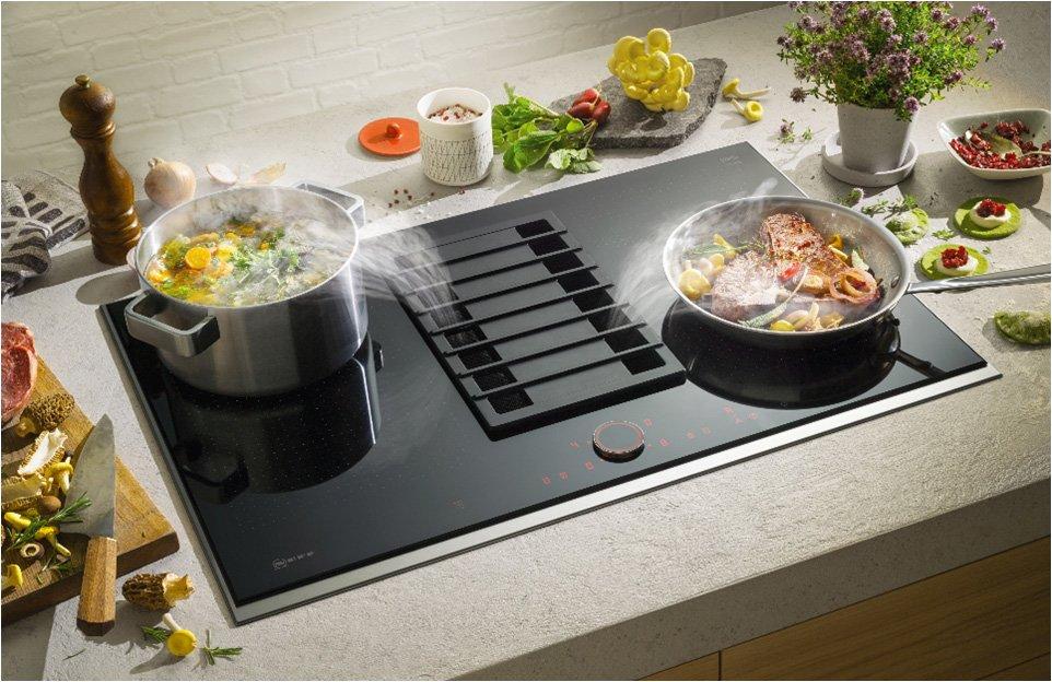 Table induction grande largeur avec hotte intégrée Neff