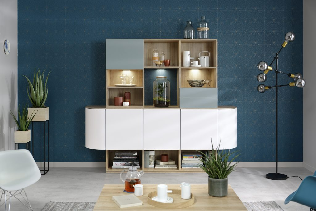 Salon mur bleu avec buffet moderne par Schmidt
