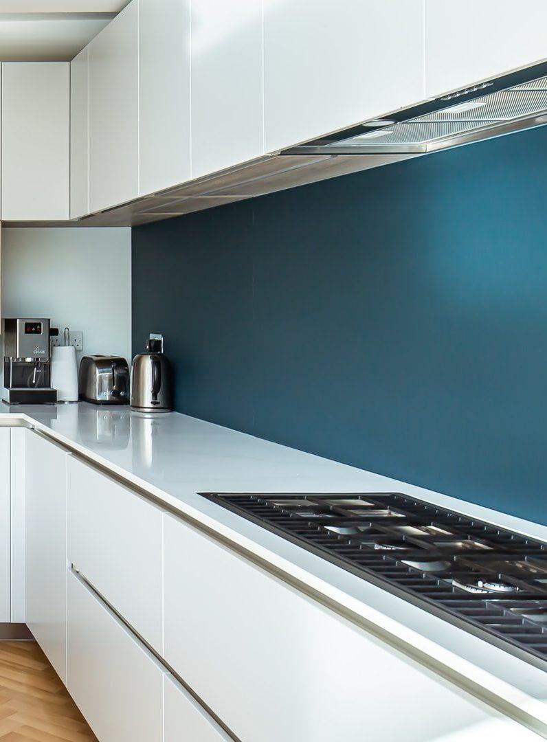 Vous pouvez aussi opter pour une peinture lessivable avec le coloris de votre choix.