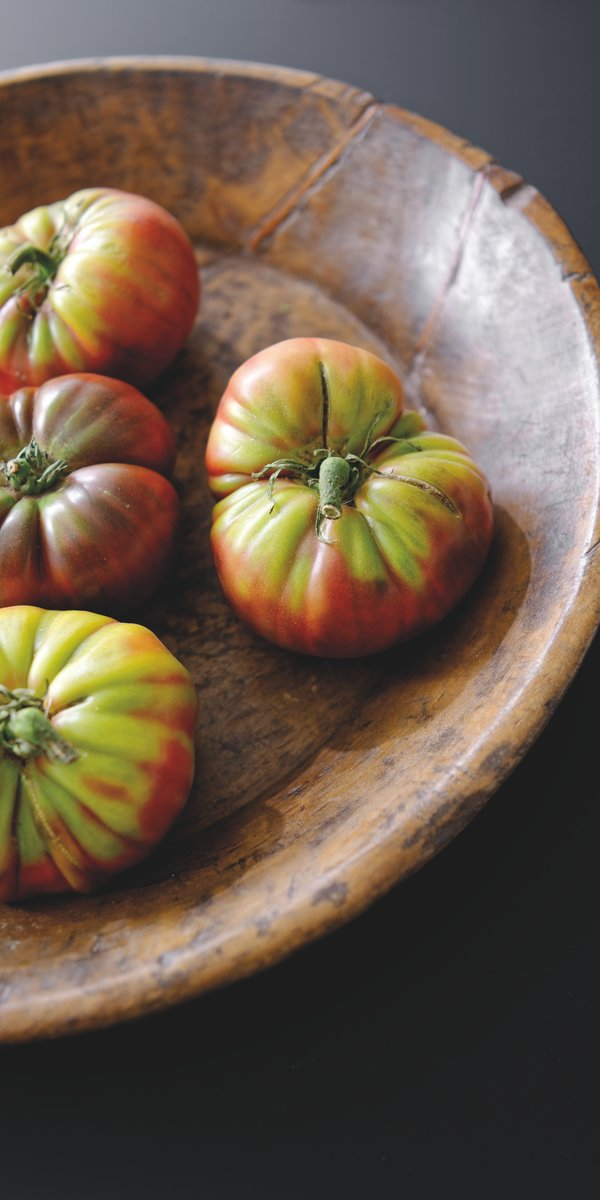 Dégustez de savoureuses tomates mûries sous le soleil.