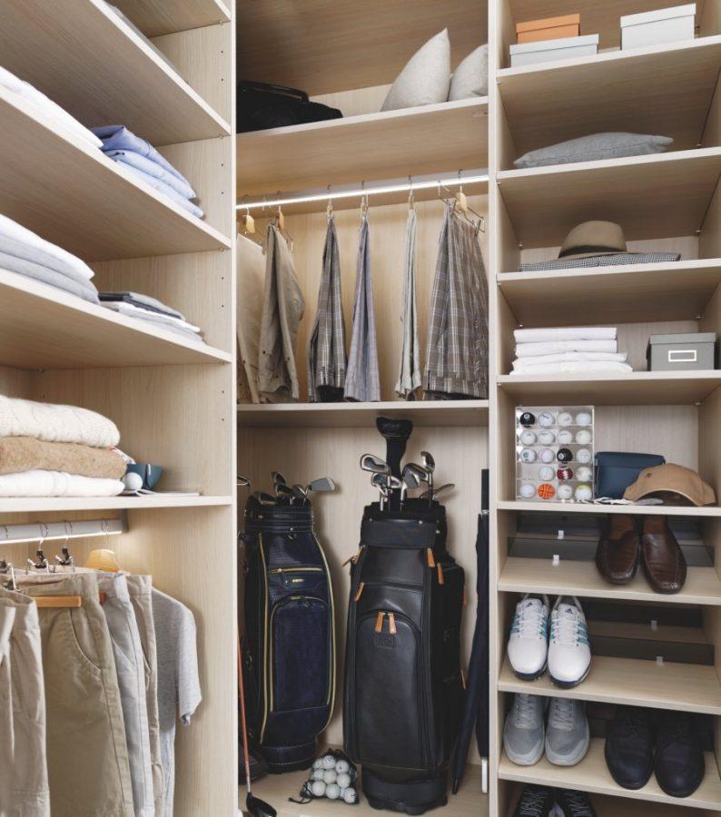 Avec un dressing sur-mesure jouez avec les hauteurs en fonction des catégories de vêtements ou accessoires.