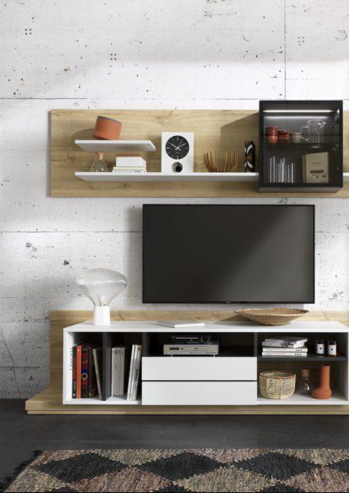 L'aspect bois massif apporte à la fois chaleur et douceur à ce meuble TV.