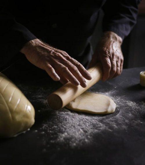 Préparation de la pâte du Bœuf Wellington.