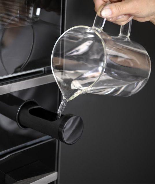 En ajoutant la juste dose d'humidité, votre plat cuit à température réduite et ne sèche pas pour un résultat plus savoureux.