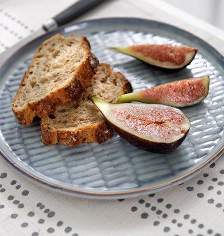 Un pain aux noix ou aux noisettes pour une variante gourmande