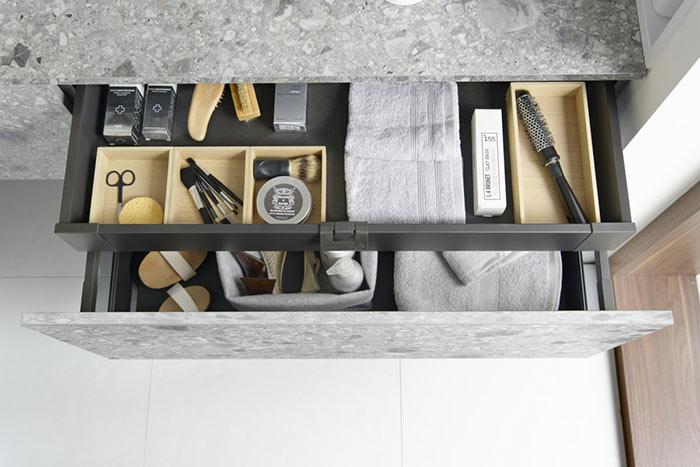 des tiroirs en salle de bains pour ranger ces affaires