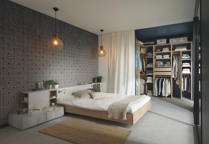Chambre avec coin dressing sur le fond
