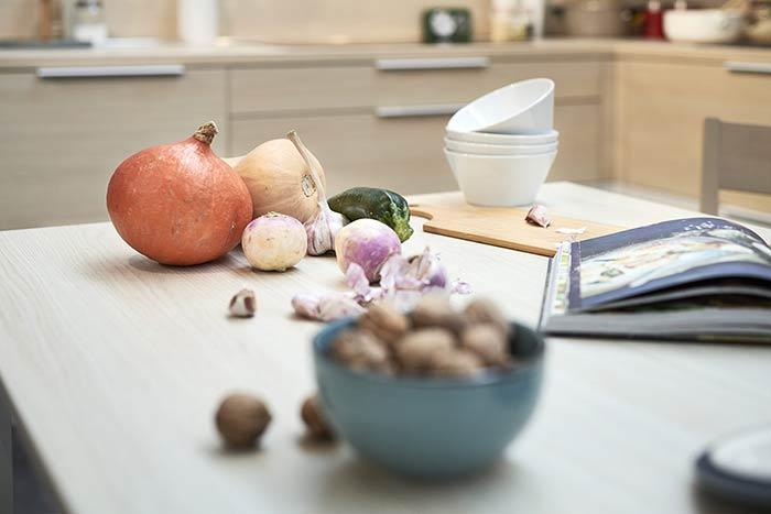 Légumes oubliés posés sur une table