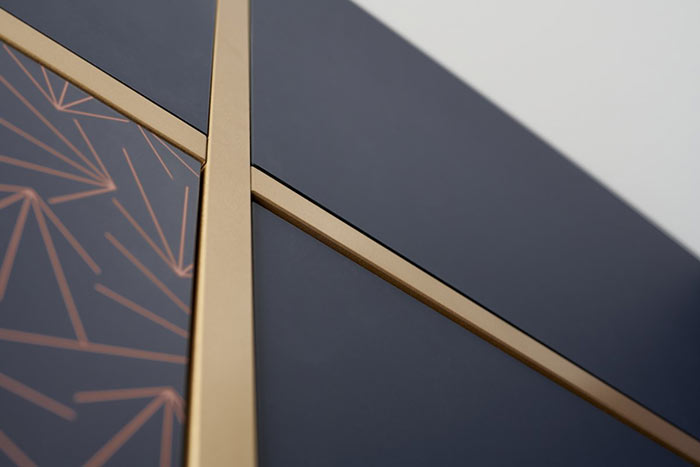 Façade cuisine bleue et dorée avec motif impression digitale