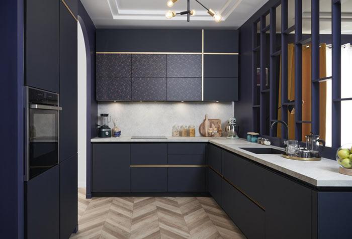 Cuisine en motifs géométriques et façades dorés