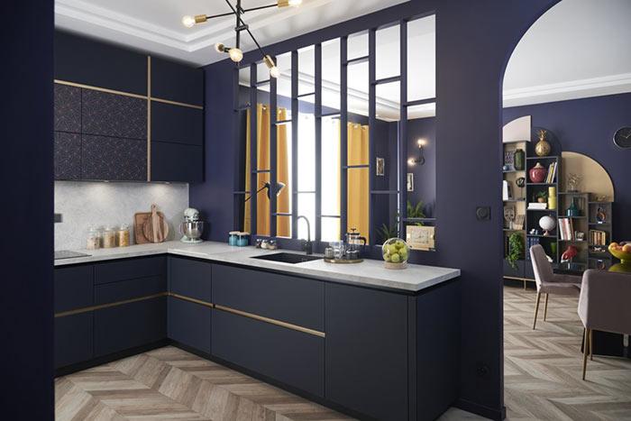 cuisine ouverte bleue (coloris Navy) et dorée