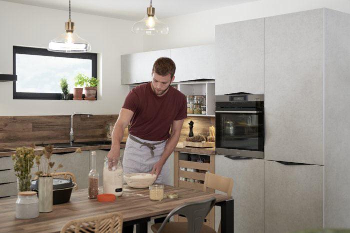 préparation de pain levain sur une table faite avec des matières recyclés à 100%