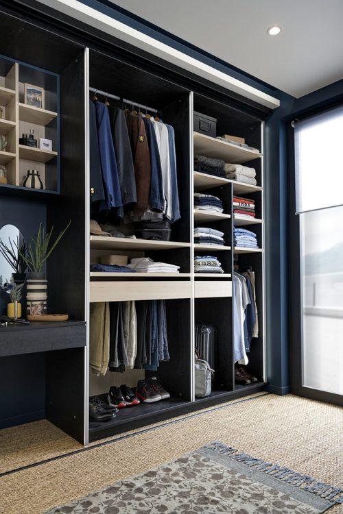 Dressing modulable pour optimiser l'espace avec étagères et tiroirs coulissants