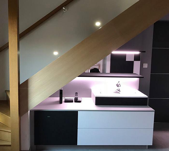 Meuble salle de bains sous escalier réalisation Schmidt Beauvais